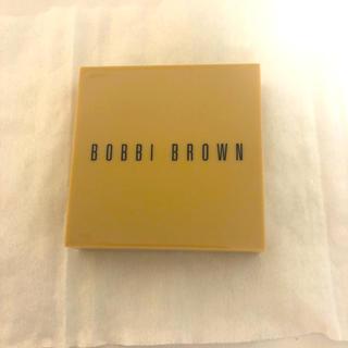 ボビイブラウン(BOBBI BROWN)のボビイブラウン ヌードフィニッシュ  イルミネイティング パウダー 02 ベア (フェイスパウダー)