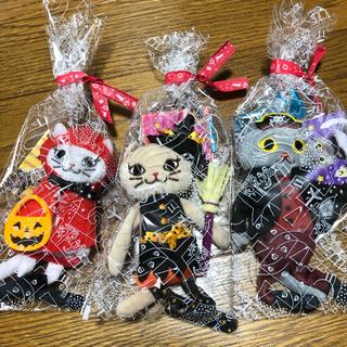カルディ(KALDI)のお値下げ!カルディハロウィン2020 くたくたネコちゃん3匹セット(キーホルダー)
