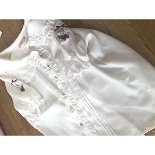 アマベル(Amavel)のアマベル いちご刺繍ブラウス(シャツ/ブラウス(半袖/袖なし))