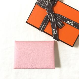 エルメス(Hermes)の新品 HERMES カードケース カルヴィ ローズサクラ(名刺入れ/定期入れ)