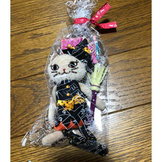 カルディ(KALDI)の完売品!カルディハロウィン2020 くたくたベージュネコ 魔女ちゃん(キーホルダー)