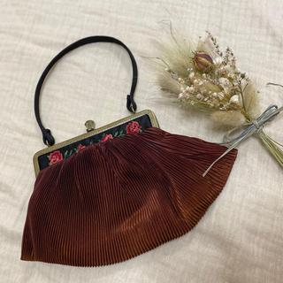 ロキエ(Lochie)のmokaさま  vintageレトロ薔薇刺繍プリーツがまぐちbag(ハンドバッグ)
