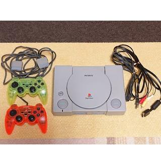 プレイステーション(PlayStation)の【プレイステーション】ゲーム機本体 コントローラー2個付き(SCPH-5500)(家庭用ゲーム機本体)