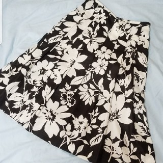 大きめの花柄スカートで大人っぽい上品なコーデ 春~秋まで使えて便利★(ひざ丈スカート)