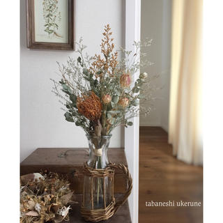 ピンクッションとユーカリを秋色に束ねた スワッグ  籠の花瓶付き ドライフラワー(ドライフラワー)