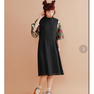 メルロー(merlot)のmerlot plus 花刺繍レースシアースノースリーブワンピース(ミディアムドレス)
