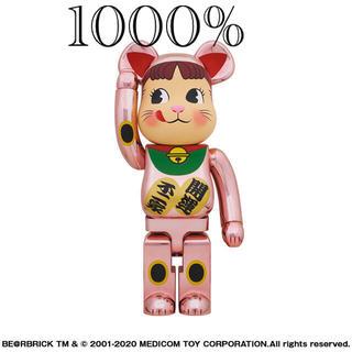 メディコムトイ(MEDICOM TOY)の新品❤️BE@RBRICK 招き猫 ペコちゃん 桃金メッキ 1000% (キャラクターグッズ)