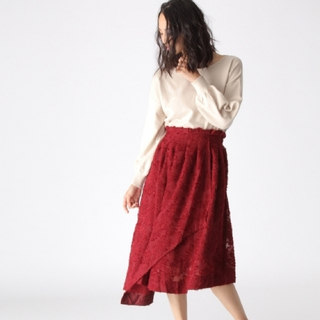 ミスティウーマン(mysty woman)の新品未使用 アシンメトリー 花柄 ロングスカート(ロングスカート)