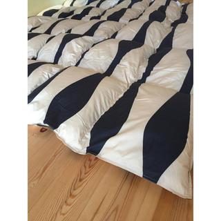 シビラ(Sybilla)の冬用 新品【シビラ】羽毛布団(190×210)ダブル(オンダ)ブラック(布団)