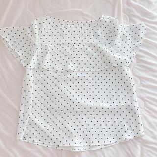 ジーユー(GU)のGU◆ドットフリルブラウス◆ホワイト◆Mサイズ◆美品(シャツ/ブラウス(半袖/袖なし))