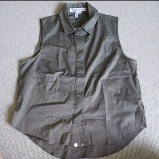 ビーシービージーマックスアズリア(BCBGMAXAZRIA)のBCBGENRATION シャツノースリーブシャツ(シャツ/ブラウス(半袖/袖なし))
