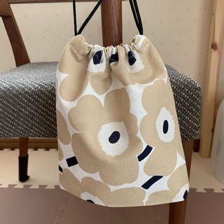 マリメッコ(marimekko)のマリメッコ ミニウニッコベージュ巾着袋(バッグ)