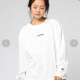 レイビームス(Ray BEAMS)のChari&Co. × Ray BEAMS / 別注 ロゴスリーブ(Tシャツ(長袖/七分))