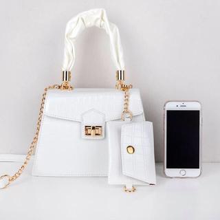 ディーホリック(dholic)の【予約商品】クロコ調 ショルダーバッグ 白 カードケース付 韓国ファッション(ハンドバッグ)