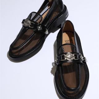 トーガ(TOGA)の【TOGA PULLA(トーガプルラ)】チュール素材コンチョ付きローファー(ローファー/革靴)