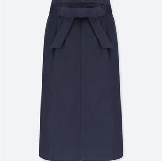 ユニクロ(UNIQLO)のUNIQLO ハイウエストベルテッドナロースカート ネイビー フロントリボン(その他)