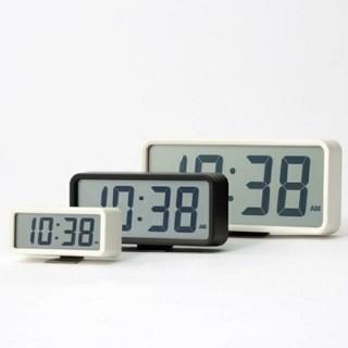 ムジルシリョウヒン(MUJI (無印良品))の《新品未開封》 無印良品デジタル時計・中 掛置時計/ホワイト(置時計)