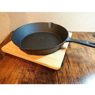 ニトリ(ニトリ)の◇ ニトリ スキレット鍋(19cm)×木台 角型(鍋/フライパン)