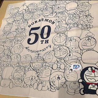 ショウガクカン(小学館)のドラえもん 50周年 刺繍ハンカチ 白(ハンカチ)