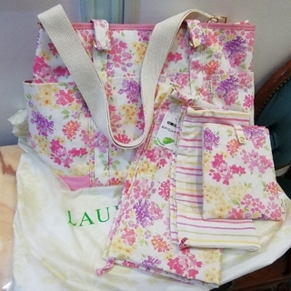 ローラアシュレイ(LAURA ASHLEY)のLAURA ASHLEYビニール袋付 2wayマザーズバッグ ポーチ付(マザーズバッグ)