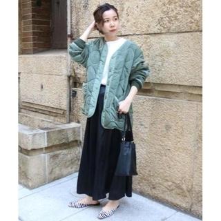 カプリシューレマージュ(CAPRICIEUX LE'MAGE)のCAPRICIEUX LE'MAGE サテンロングスカート ブラック(ロングスカート)
