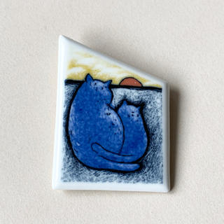 アラビア(ARABIA)の猫の陶板 ブローチ アラビア ヘルヤ(置物)