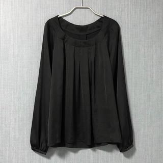 アンタイトル(UNTITLED)のUNTITLED 黒 とろみサテンのプルオーバーブラウス(シャツ/ブラウス(長袖/七分))