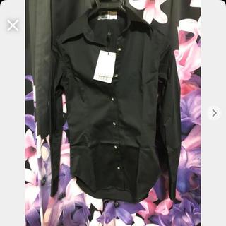 レディー(Rady)の鬼くびれシャツ ガラスビジューボタン(シャツ/ブラウス(長袖/七分))