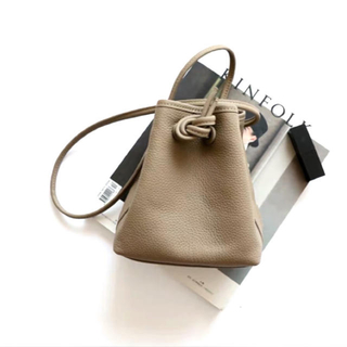 ★韓国大流行★ 巾着バッグ ショルダーバッグ 斜めがけ(ショルダーバッグ)