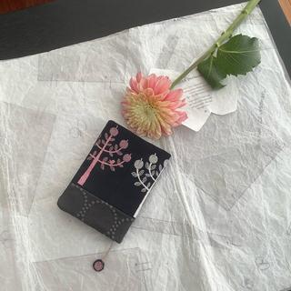 ミナペルホネン(mina perhonen)のringoネイビーとタンバリンのブックカバー♡文庫本サイズ♡(ブックカバー)