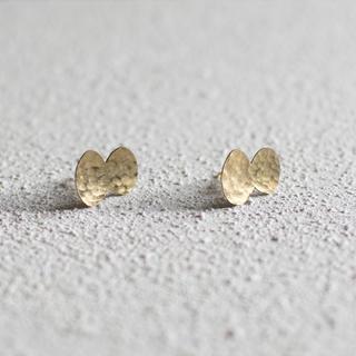 ミナペルホネン(mina perhonen)のふっくらちょうちょ / 真鍮ピアス ハンドメイド オリジナル ミナペルホネン(コサージュ/ブローチ)