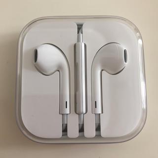アップル(Apple)のイヤホン【iPhone正規品】(ヘッドフォン/イヤフォン)