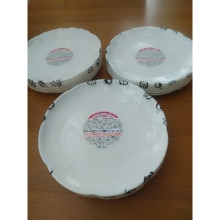 ヤマザキセイパン(山崎製パン)のヤマザキパン祭り 白いフローラルディッシュ 18枚セット (新品・未使用)(食器)