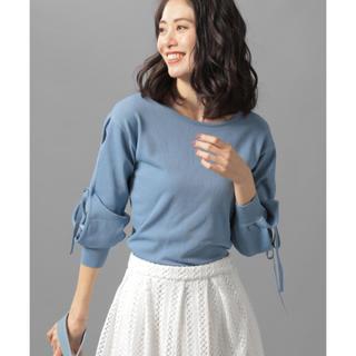 アンデミュウ(Andemiu)のAndemiu ソデアキリボンプルオーバー ブルー フリーサイズ(ニット/セーター)
