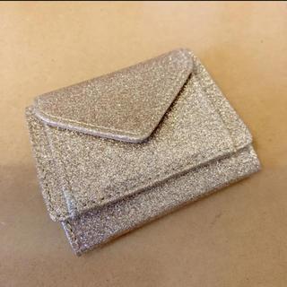 ジーユー(GU)の【GU】ゴールド 折り財布 ミニ財布(財布)