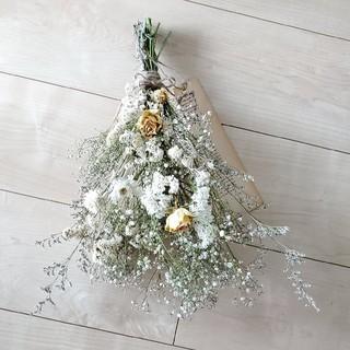 たっぷりかすみ草とバラと小花ホワイトドライフラワースワッグ/ アンティークタグ付(ドライフラワー)
