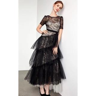 ビーシービージーマックスアズリア(BCBGMAXAZRIA)の❤️BCBG 2020新作 新品 黒白 ドレス 綺麗(ロングドレス)