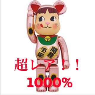 メディコムトイ(MEDICOM TOY)の新品 BE@RBRICK 招き猫 ペコちゃん 桃金メッキ 1000%(その他)
