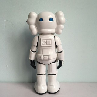 2組のkawsトレンド人形 モデル人形 装飾品(人形)