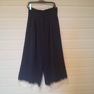 ダズリン(dazzlin)の美品dazzlin  サテンパンツ  裾レース  Fサイズ(カジュアルパンツ)