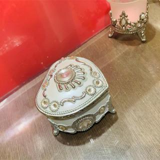 ハート型オルゴール 小 白色にシルバー装飾(オルゴールメリー/モービル)