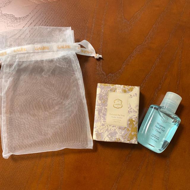 Laline(ラリン)のlaline 新品、未使用品 パヒュームドソープ、クリアハンドジェル コスメ/美容のボディケア(ボディソープ/石鹸)の商品写真