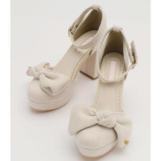 リズリサ(LIZ LISA)のLIZLISAリズリサスエードリボンパンプスMベージュ靴サンダル(ハイヒール/パンプス)