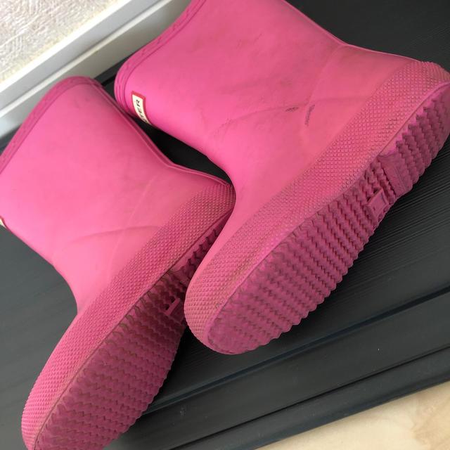 HUNTER(ハンター)のハンター キッズ レインブーツ ピンク キッズ/ベビー/マタニティのキッズ靴/シューズ(15cm~)(長靴/レインシューズ)の商品写真