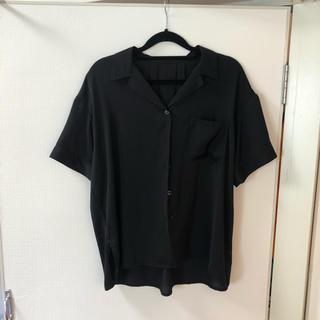 コス(COS)のチャオパニック 黒シャツ(シャツ/ブラウス(半袖/袖なし))