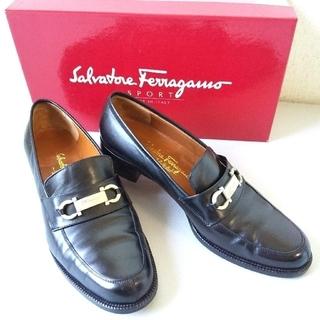 サルヴァトーレフェラガモ(Salvatore Ferragamo)の美品 フェラガモ 靴 ガンチーニ ローファー レディース シューズ ブラック(ローファー/革靴)