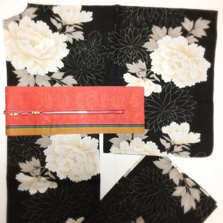 美品 黒地に大花牡丹と菊の浴衣(浴衣)