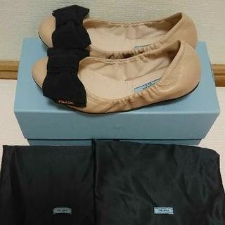 プラダ(PRADA)のプラダ  フラットシューズ  リボン  靴  レディース  パンプス(バレエシューズ)