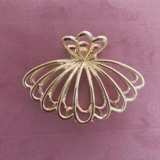 Lochie - scallop shell motif hair clip