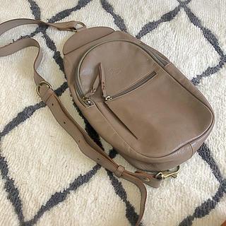 イルビゾンテ(IL BISONTE)のイルビゾンテ ボディバッグ A2483 グレー 保存袋付き(ボディーバッグ)